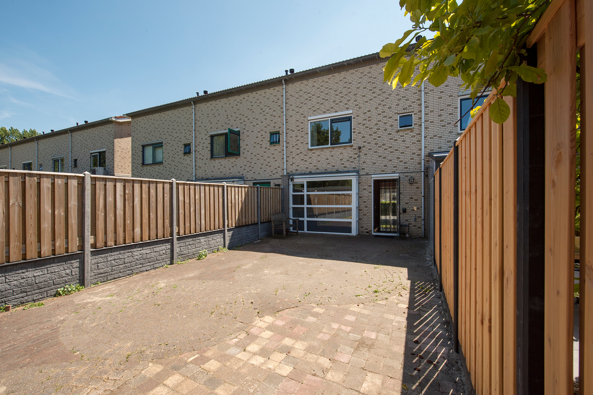 For rent in Almere: 4 bedroom house with garden